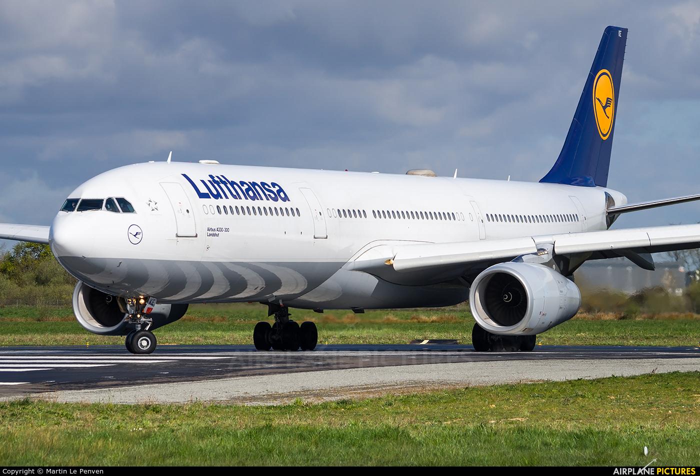 Lufthansa D-AIKE aircraft at Rennes - St Jacques