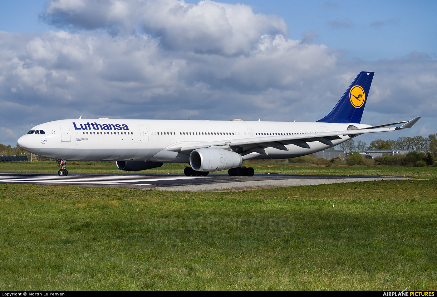 Lufthansa D-AIKE aircraft at Rennes - St Jacques