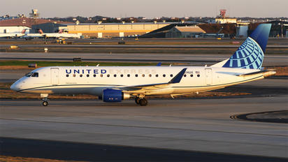 N614UX - United Express Embraer ERJ-175 (170-200)