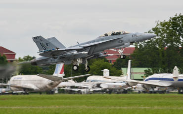 166660 - USA - Navy Boeing F/A-18F Super Hornet