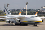 Rare visit of An-124 at São Paulo title=