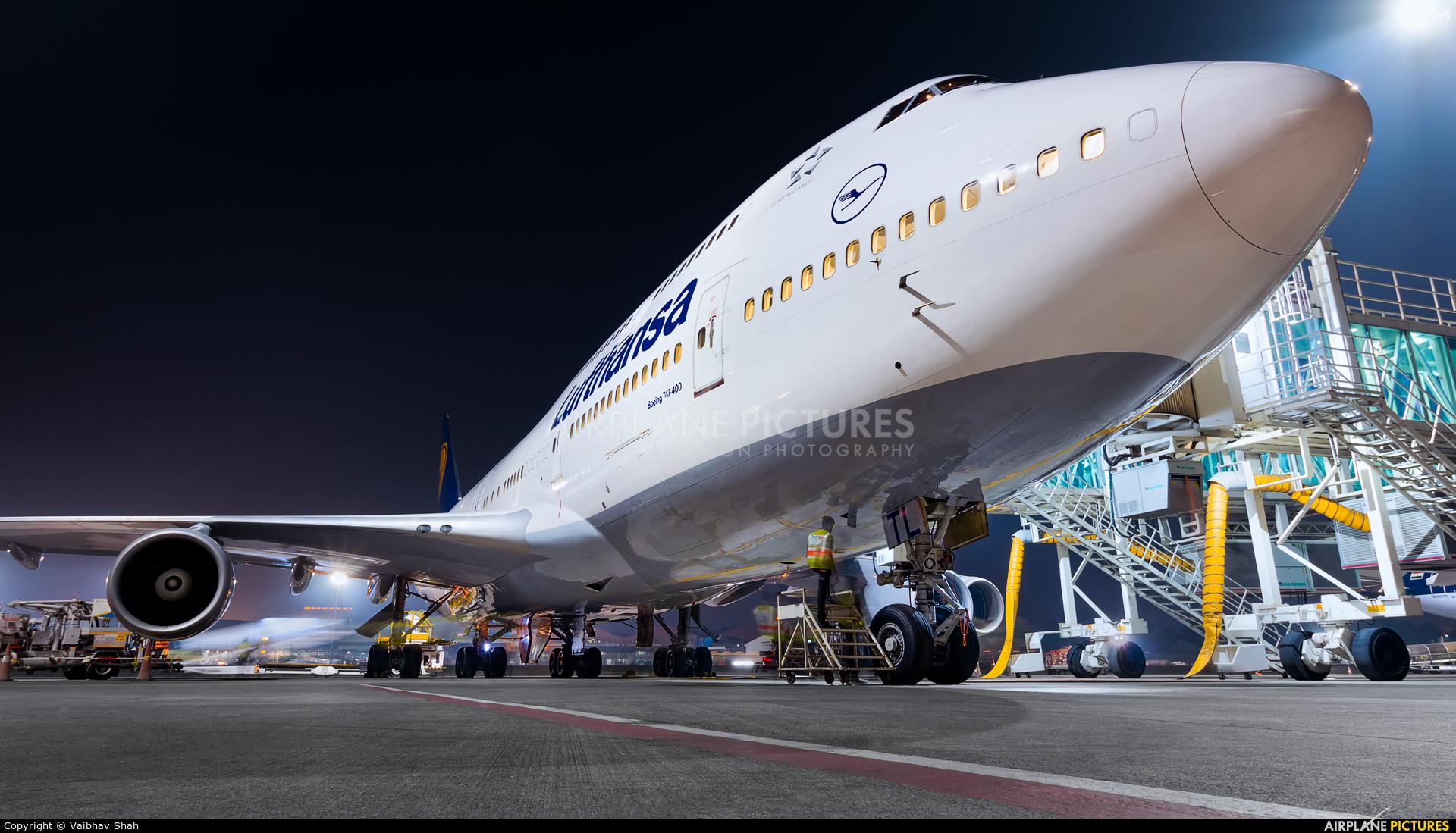Lufthansa D-ABTL aircraft at Mumbai - Chhatrapati Shivaji Intl