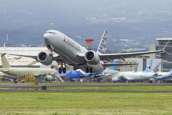 N335RT - American Airlines Boeing 737-8 MAX