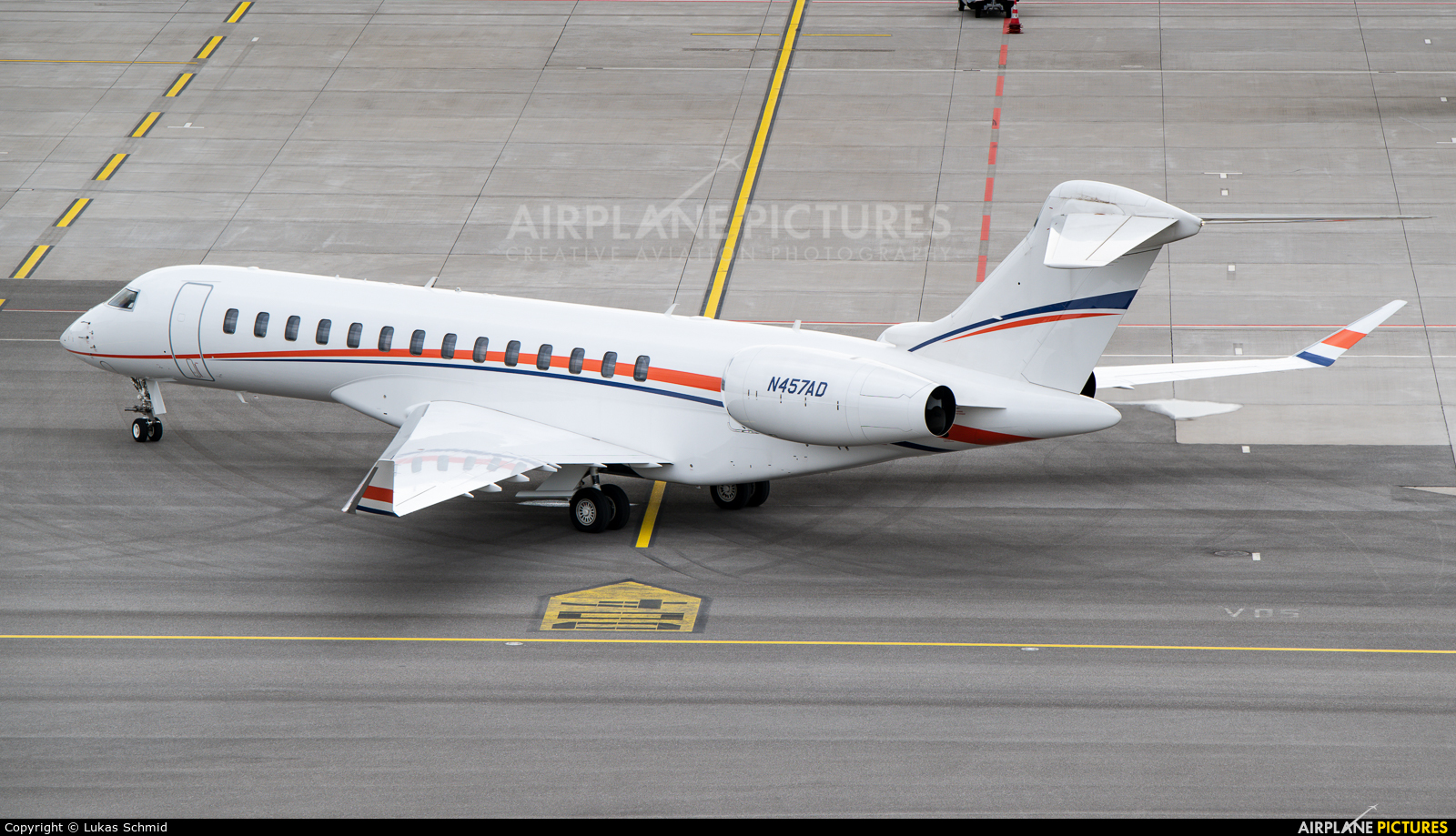 Private N457AD aircraft at Zurich