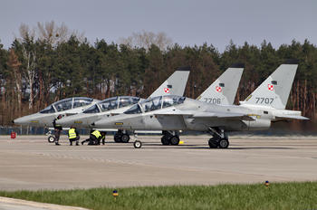 7707 - Poland - Air Force Leonardo- Finmeccanica M-346 Master/ Lavi/ Bielik