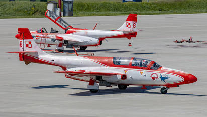 3H2006 - Poland - Air Force: White & Red Iskras PZL TS-11 Iskra