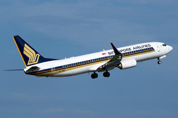 9V-MGC - Singapore Airlines Boeing 737-800