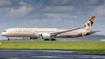 A6-BMI - Etihad Airways Boeing 787-10 Dreamliner