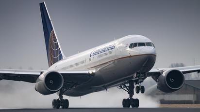 N68159 - United Airlines Boeing 767-200ER