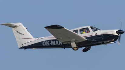 OK-MAN - Flight School Piper PA-28 Arrow