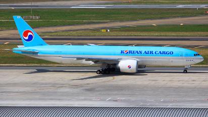 HL8044 - Korean Air Cargo Boeing 777F