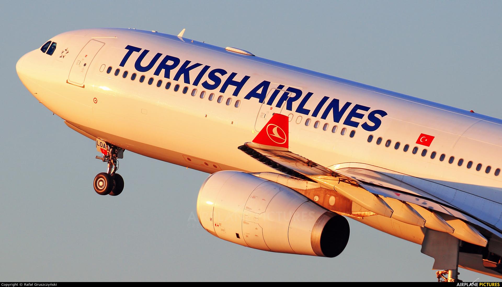 Turkish Airlines TC-LOA aircraft at Warsaw - Frederic Chopin