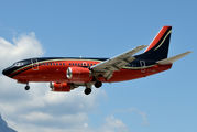 First ever visit of a Boeing 737 at Bolzano title=