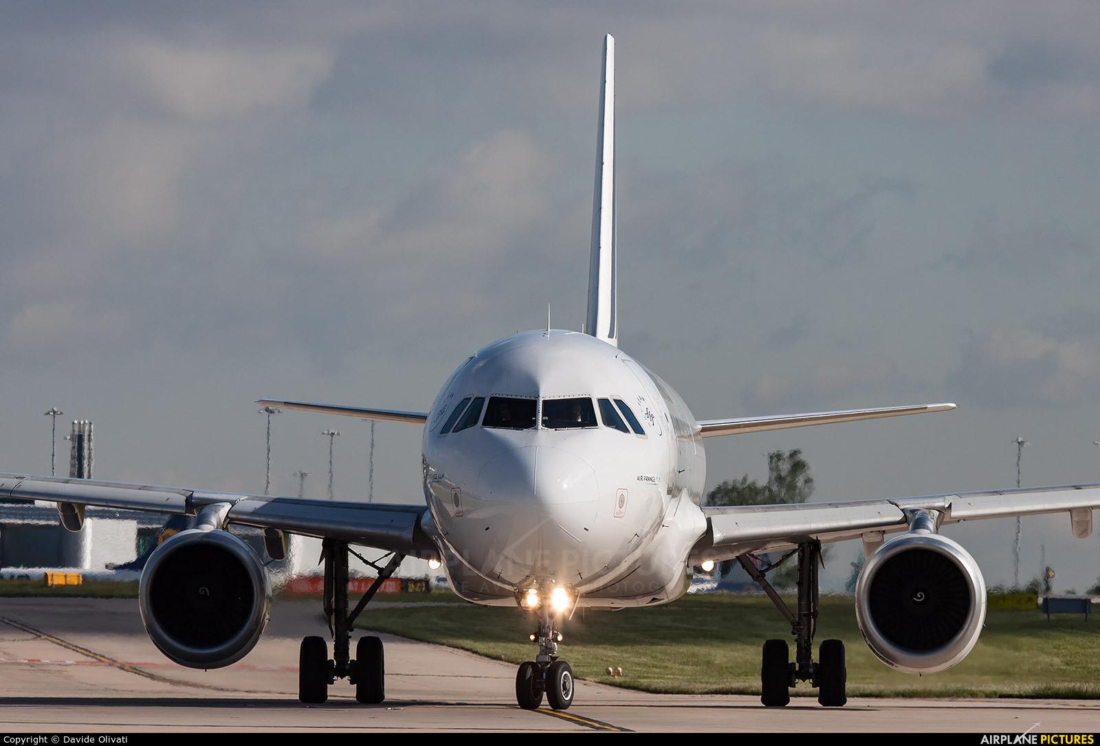 Air France F-GJVW aircraft at Manchester