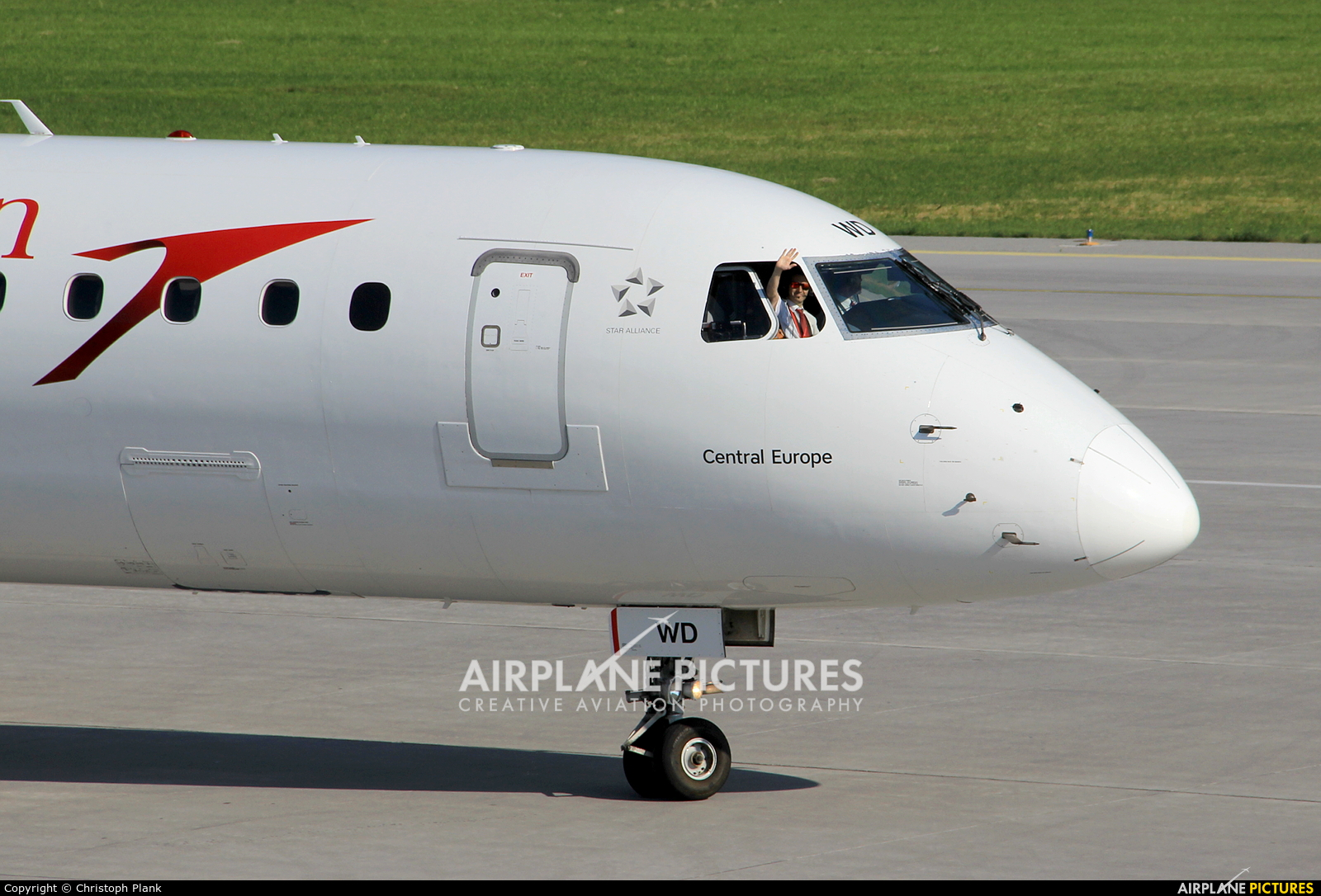 Austrian Airlines/Arrows/Tyrolean OE-LWD aircraft at Innsbruck