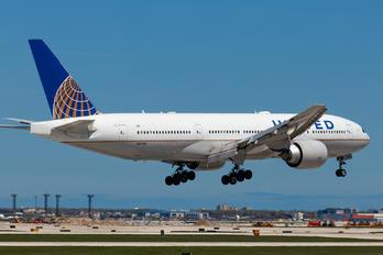 N37018 - United Airlines Boeing 777-200ER