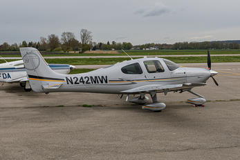 N242MW - Private Cirrus SR22T