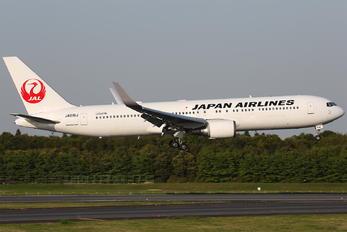 JA616J - JAL - Japan Airlines Boeing 767-300ER