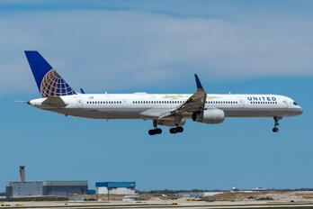 N75853 - United Airlines Boeing 757-300