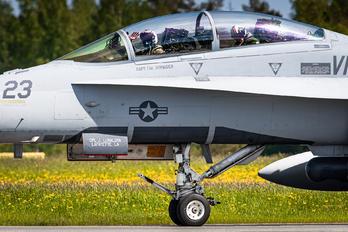 165686 - USA - Marine Corps McDonnell Douglas F/A-18D Hornet