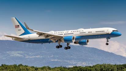 09-0016 - USA - Air Force Boeing C-32A