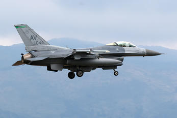 89-2044 - USA - Air Force General Dynamics F-16CG Night Falcon