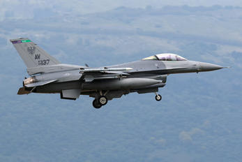 89-2137 - USA - Air Force General Dynamics F-16CG Night Falcon