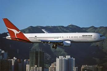 VH-OGC - QANTAS Boeing 767-300ER