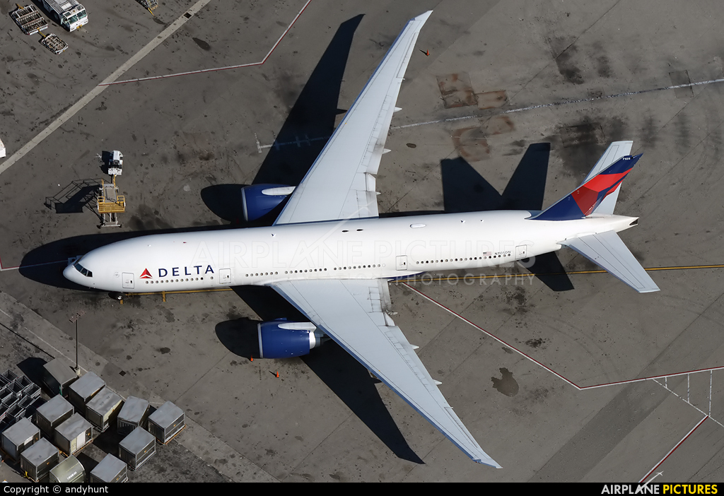 Delta Air Lines N705DN aircraft at Los Angeles Intl