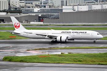JA882J - JAL - Japan Airlines Boeing 787-9 Dreamliner