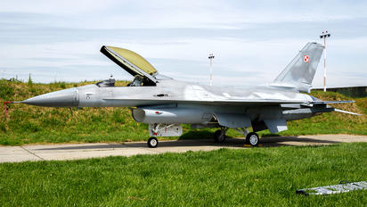 549 - Poland - Air Force General Dynamics F-16A Fighting Falcon