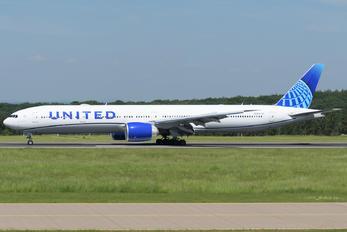 N2352U - United Airlines Boeing 777-300ER