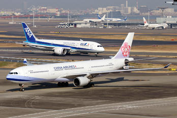 B-18352 - China Airlines Airbus A330-300
