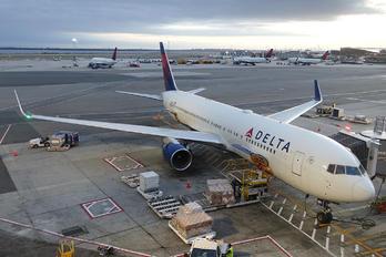 N199DN - Delta Air Lines Boeing 767-300ER