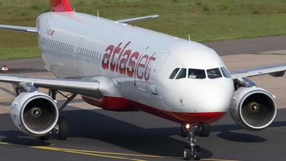 TC-ATZ - Atlasjet Airbus A321