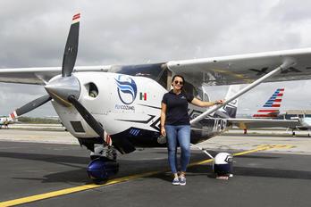 XA-LEO - - Aviation Glamour - Aviation Glamour - People, Pilot