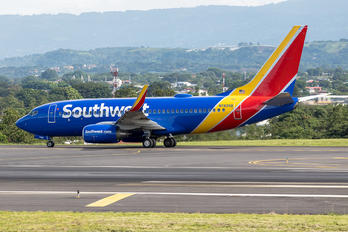 N7826B - Southwest Airlines Boeing 737-700