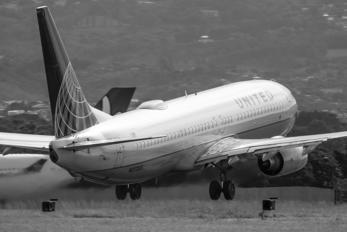 N27205 - United Airlines Boeing 737-800