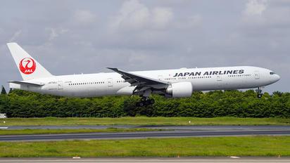 JA742J - JAL - Japan Airlines Boeing 777-200ER