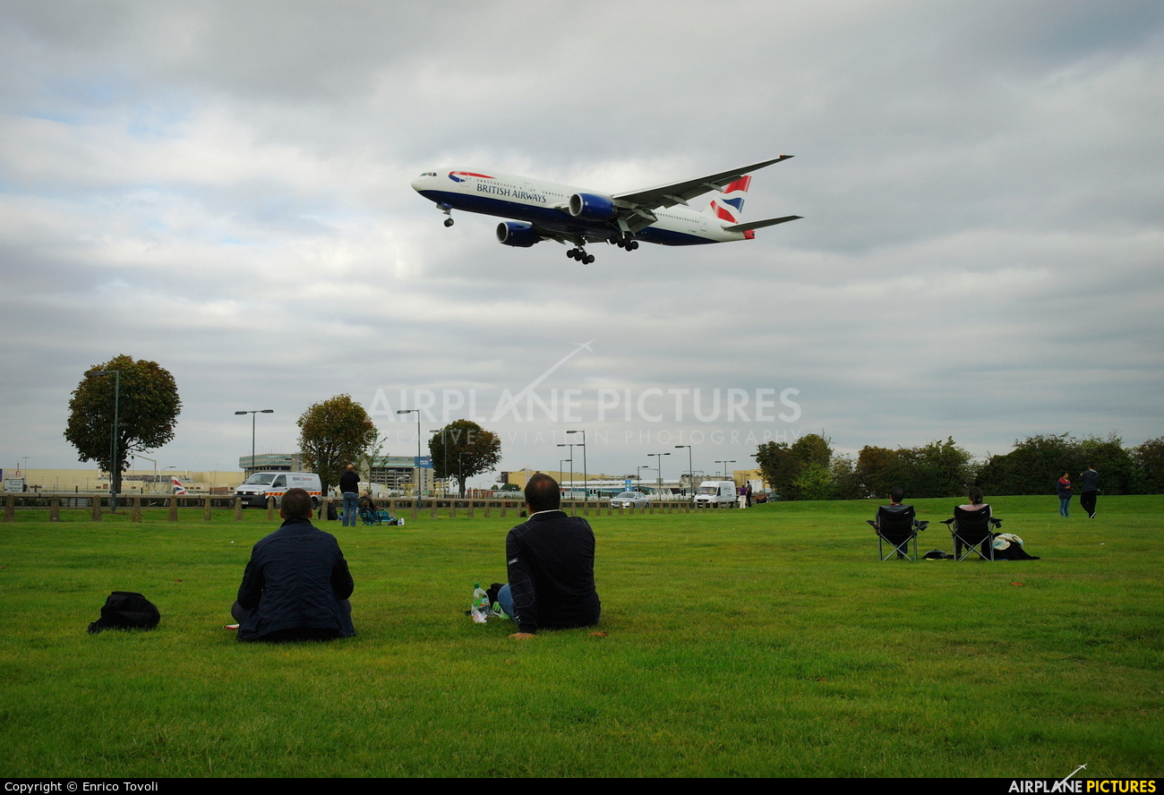 - Airport Overview LHR aircraft at London - Heathrow