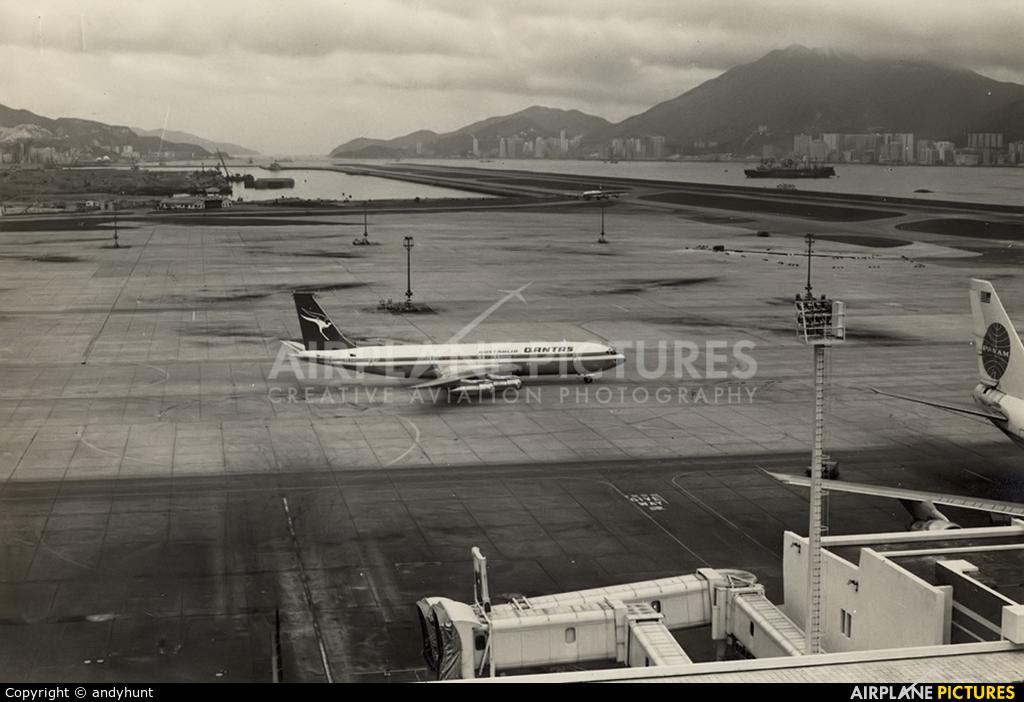 QANTAS VH-EAC aircraft at HKG - Kai Tak Intl CLOSED