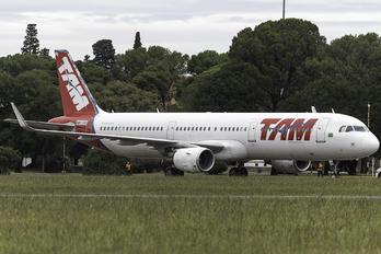 N891QW - TAM Airbus A321