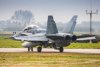 CE.15-09 - Spain - Air Force McDonnell Douglas EF-18B Hornet