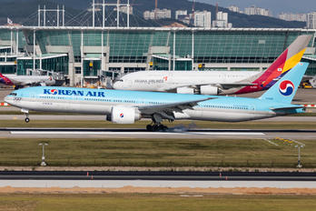HL8346 - Korean Air Boeing 777-300ER