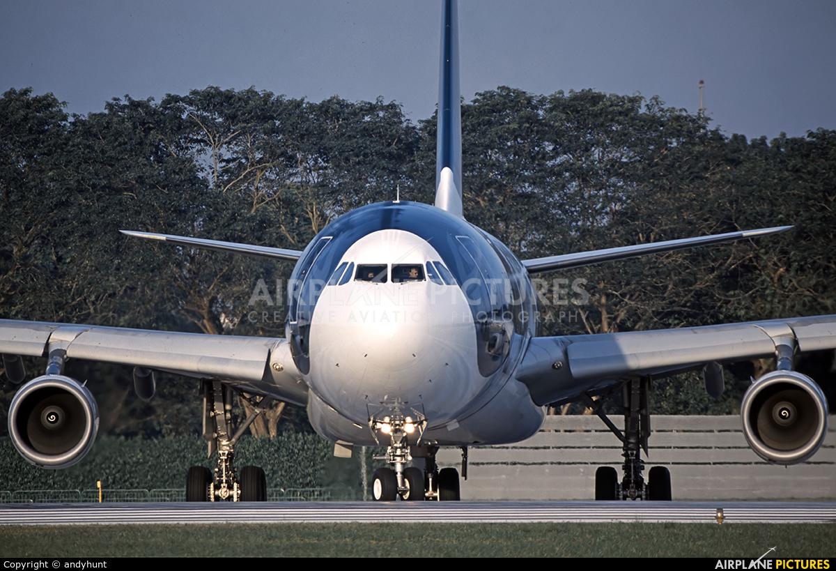 Gulf Air A4O-LD aircraft at Singapore - Changi