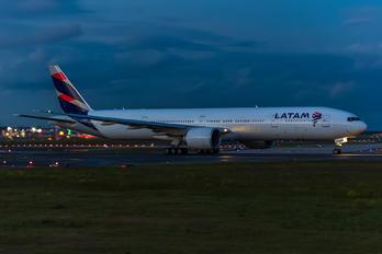 PT-MUH - LATAM Brasil Boeing 777-300ER