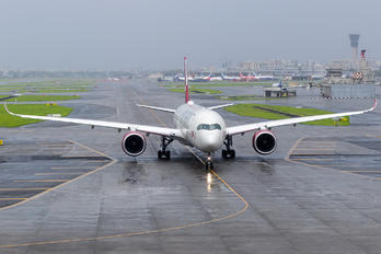 G-VLUX - Virgin Atlantic Airbus A350-1000