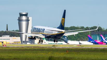 SP-RSP - Ryanair Sun Boeing 737-8AS