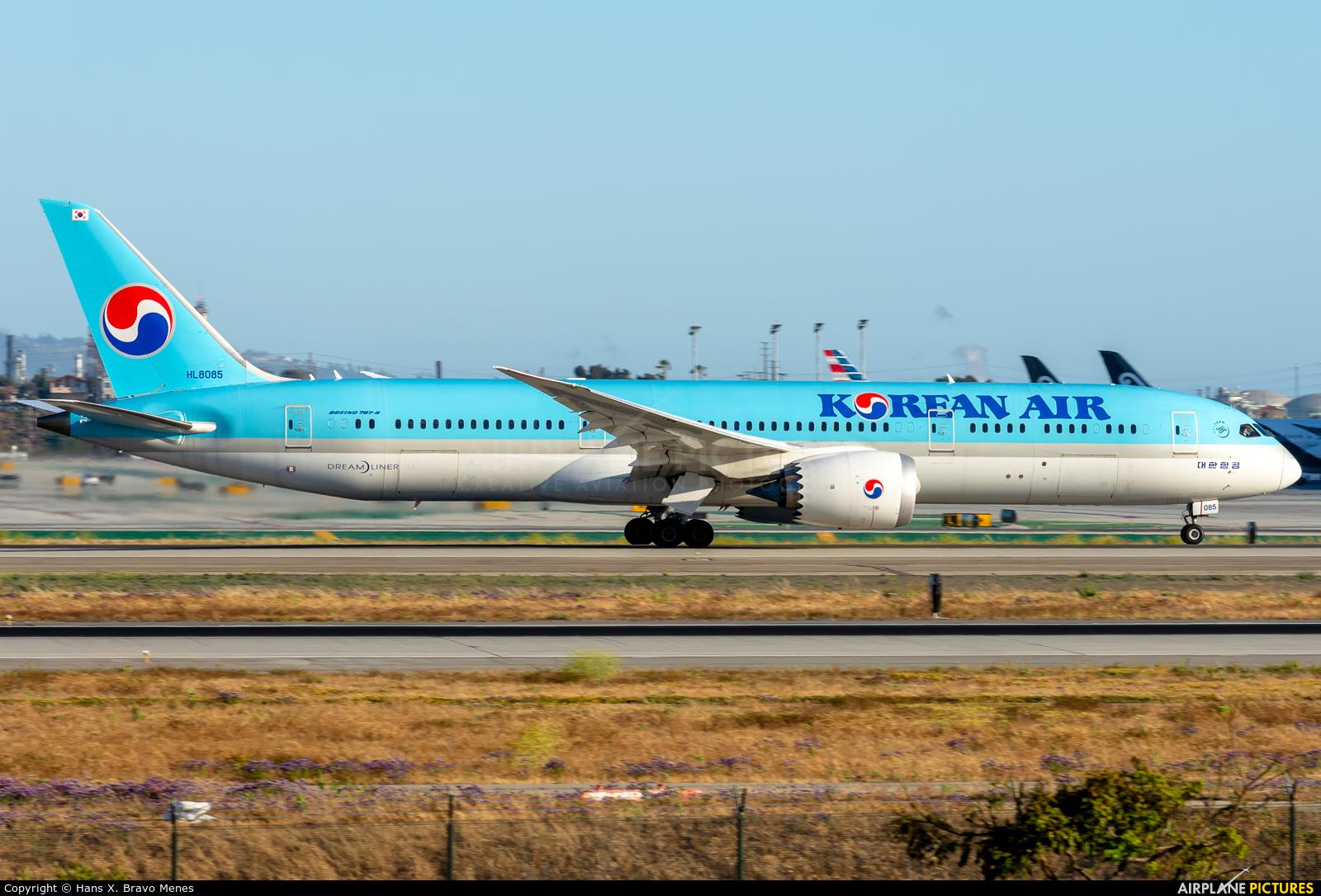 Korean Air HL8085 aircraft at Los Angeles Intl