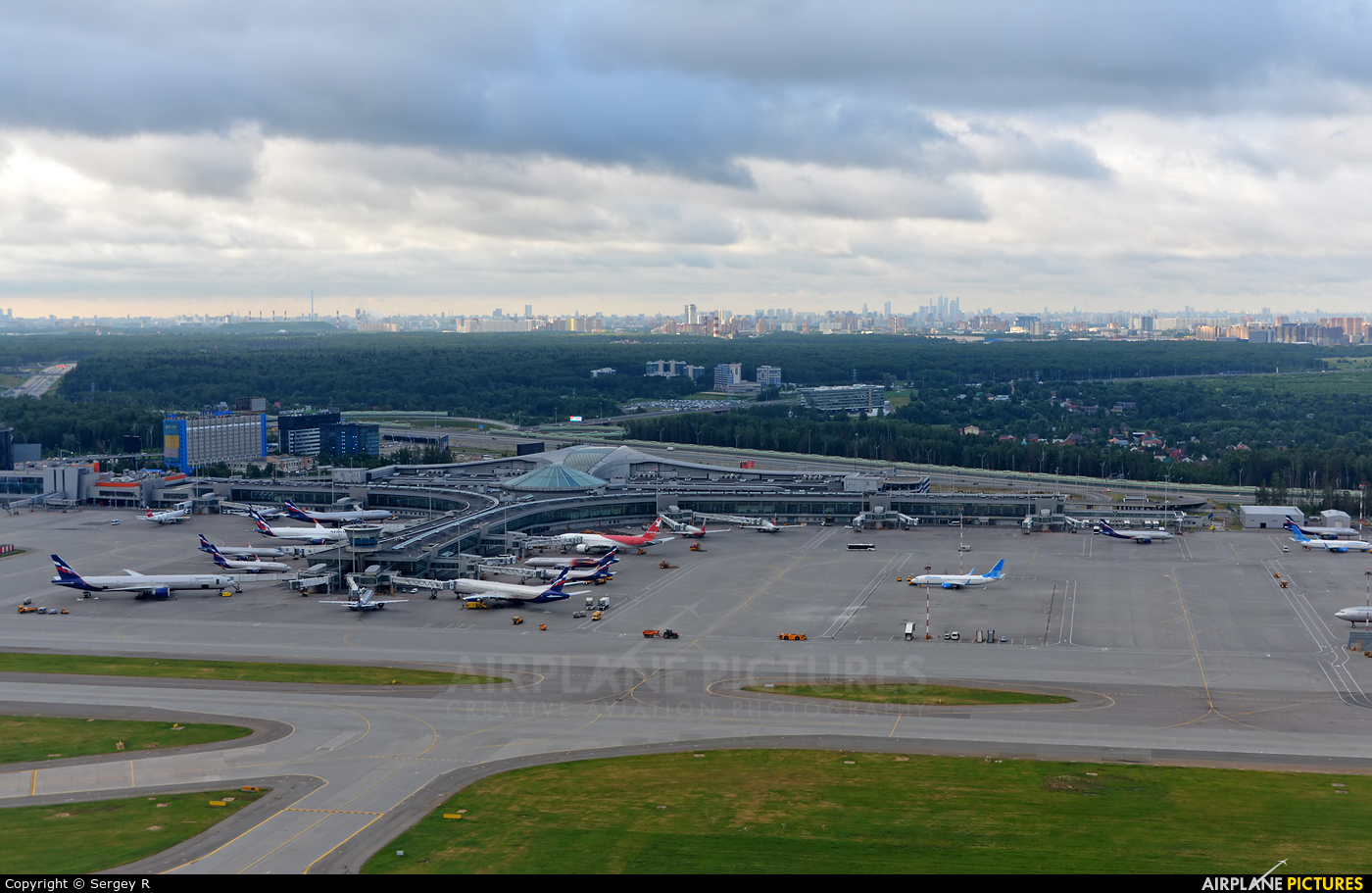 - Airport Overview - aircraft at Moscow - Sheremetyevo